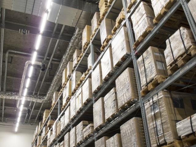 物流業界の人手不足解消につながるか!倉庫内で活躍するドローン;